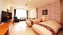【バリ風洋室ツイン】フローリング仕様でわんちゃんも過ごしやすいお部屋です。