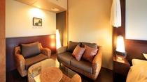 【天蓋付きバリ風洋室】ウォーターヒヤシンスの家具がリゾート気分を演出します。