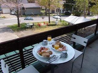 テラスで楽しむ朝食
