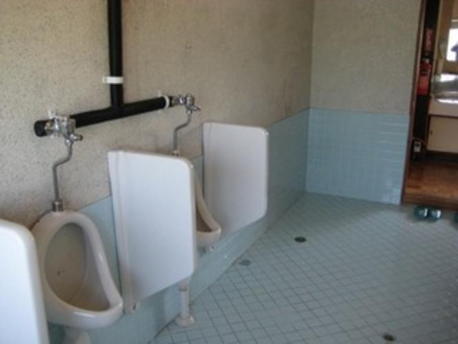 男性用トイレ シャワートイレもあります