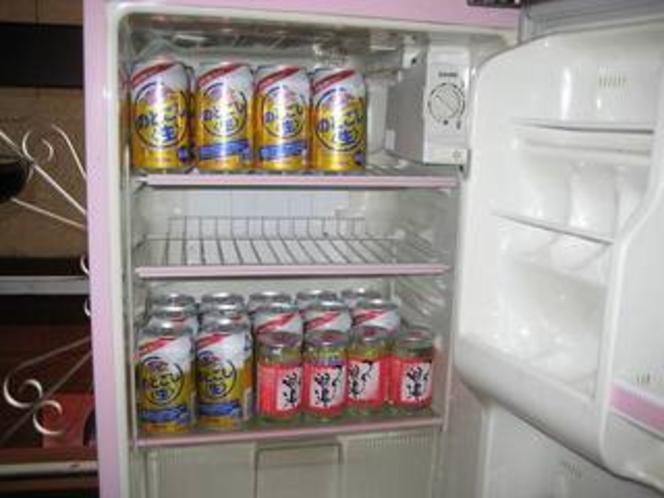 キッチンの販売用冷蔵庫ワンドリンク200円