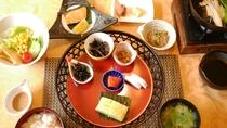 郷土の恵みいっぱい、ミネラルたっぷり和朝食です。朝食はお好みで和食と洋食からお選びいただけます。