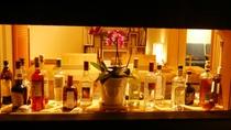 BARもございます。夜になるとお昼とは違った幻想的な雰囲気に。大切な方とお酒片手に特別な時間を。