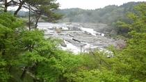 曽木の滝:当館よりお車で約33分。壮大なスケールの滝で東洋のナイアガラとも呼ばれています。
