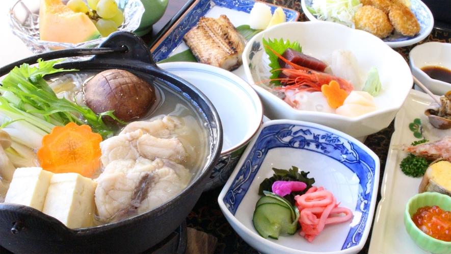 *岬御膳ふぐ鍋コース/岬の湯名物のふぐ鍋は、前浜産ふぐの旨味がたっぷり出ています。