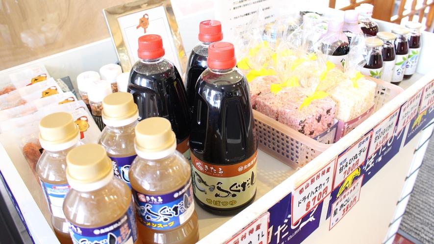 *お土産/安心して食べられる手作りの商品も並びます。
