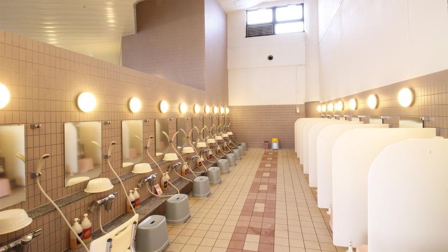 *大浴場一例/充分な洗い場スペースのある、広々とした大浴場。