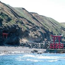 *金毘羅神社/その昔、近海の海難事故が減少したという伝説のある神社。