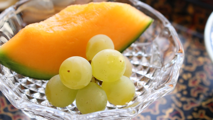 *岬御膳ふぐ鍋コース/フルーツは季節の旬のものをご用意いたします。