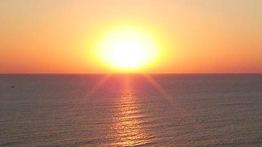 *みさき台公園/当館目の前のみさき台公園から見る夕日。毎日多くの方が見に来る絶景スポットです!