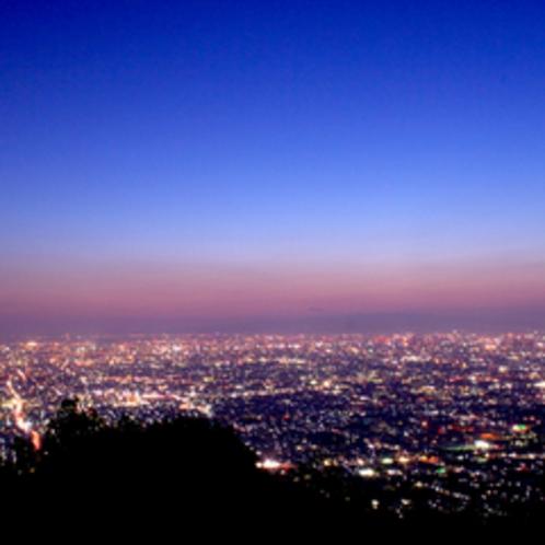 お部屋からは阪神の夜景が一望!思わずうっとり眺めてしまいます**
