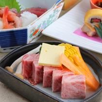 【グレードアップ夕食一例】柔らかくてジューシーなステーキが付き!大満足のコースです。