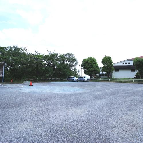 最大30台駐車可能の大型駐車場