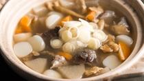 【郷土の味】米沢地方に伝わる牛筋をたっぷりと使った「とろべこ汁」(一例)