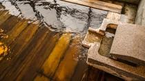 【奥州三高湯と称される名湯「白布温泉」】硫黄成分が含まれた効能豊かな泉質の温泉です。