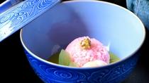 【蒸し物】春の香りが口いっぱいに広がる桜蒸し(一例)