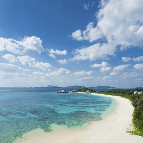 沖縄の夏は青い海・青い空