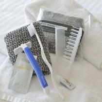 全室に歯ブラシ、ブラシ、髭剃り、ボディースポンジをご用意しています