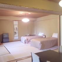 *【客室例】和洋室/ベッドや畳でごろごろ♪青木湖を望むお部屋です。