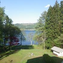 *【周辺】信州・青木湖/当館の様々な場所から湖をご覧頂けます。