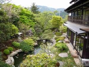 【周辺・景観】どの部屋からも庭が一望できます