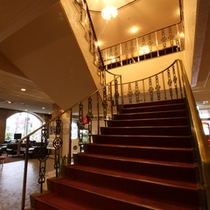 *【階段】ブライダルも行っており、当館スタッフがお二人だけのウエディングをお手伝いいたします。