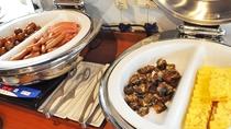 【朝食】ベーコンやソーセージなど洋食メニューもございます