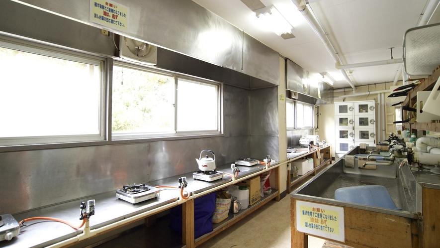 【共同炊事場】自炊部の共同炊事場です。