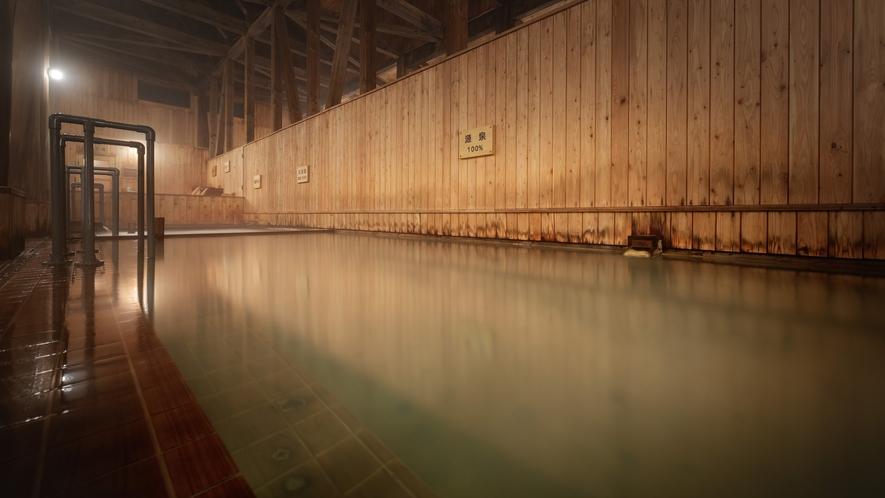 【大浴場】源泉100% 温泉の効能が一番期待できる浴槽ですが、強酸性の為刺激がとても強いです