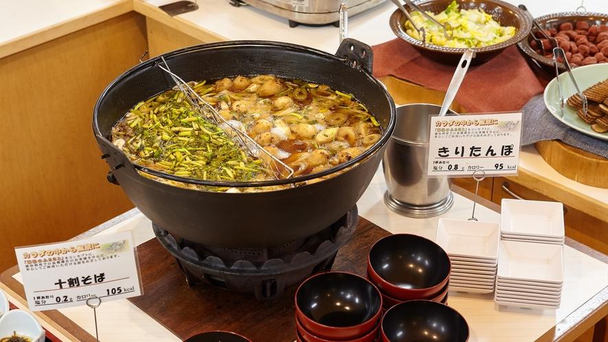 【夕食】夕食ビュッフェ一例「きりたんぽ鍋」