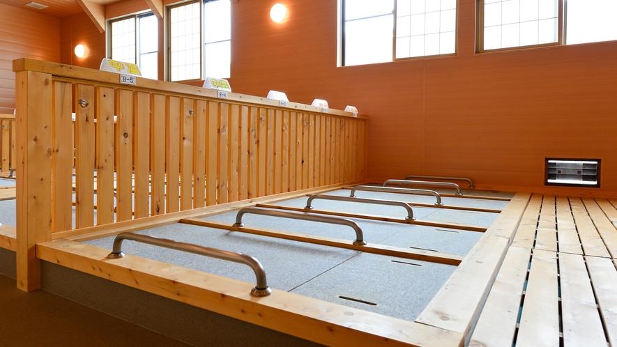 【屋内岩盤浴】温度は高低2種類あり、お好みで選ぶことができます。