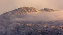 朝陽を浴びる雪の比叡山