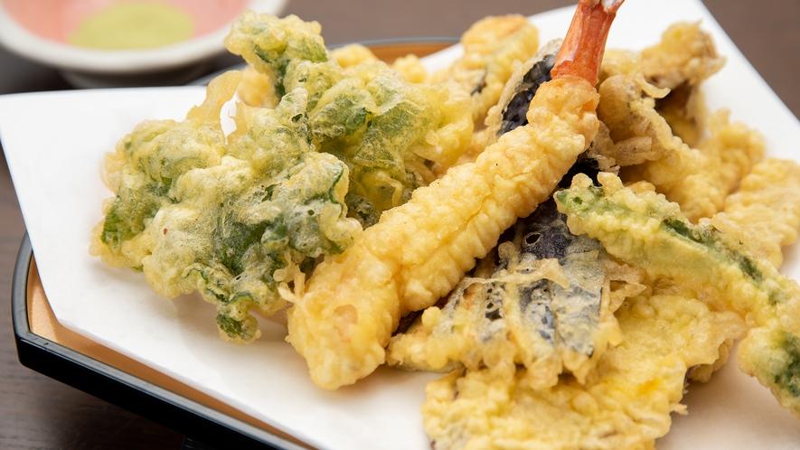 *夕食一例(季節の天ぷら)/揚げたてアツアツをお持ちします