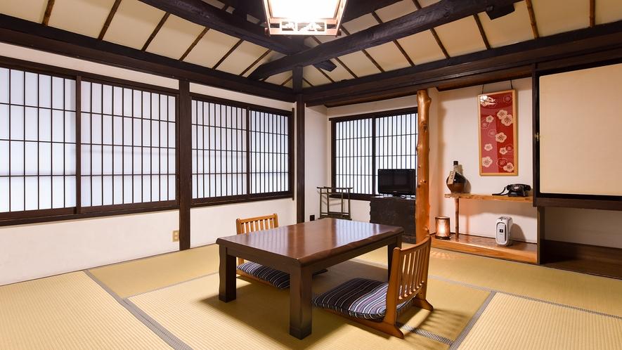 *和室8畳(ぼたん)【2階】/窓の外に里山の暮らしを感じられる、通りに面した明るいお部屋