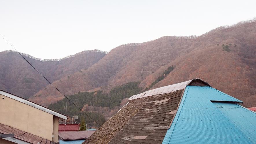 *和室6畳(あやめ)【2階】/お部屋の窓からは里山の四季の風景を眺めていただけます