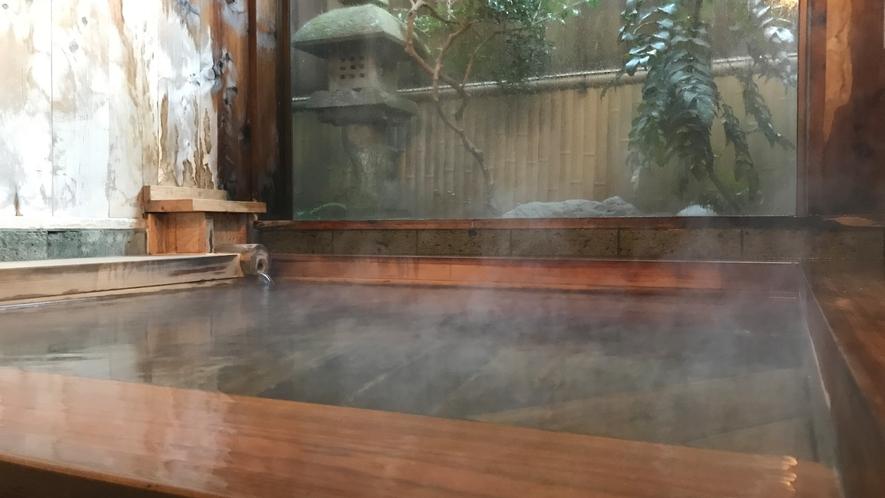 *温泉(男湯)/加水加温をしていない源泉かけ流しの温泉をお楽しみください