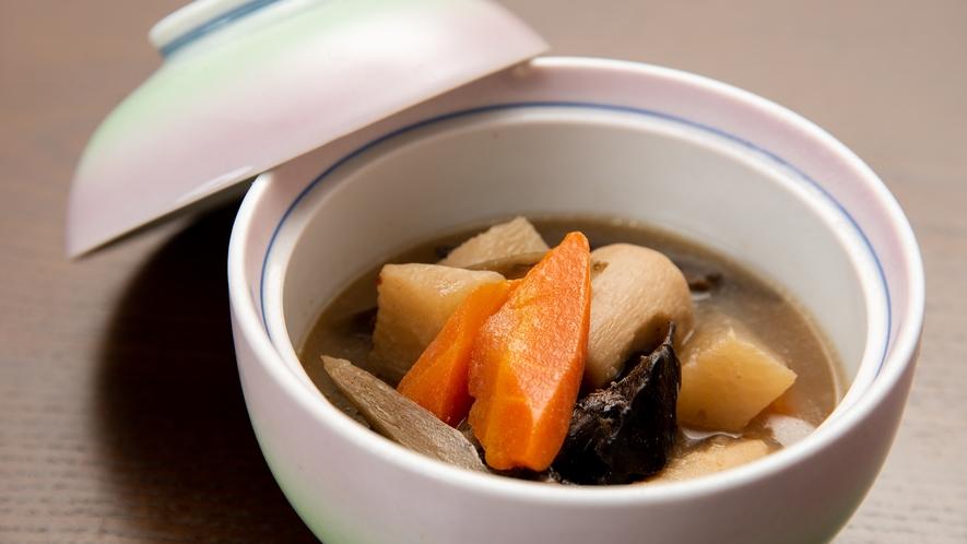 *夕食一例(季節の小鉢)/しみじみとした味わいです