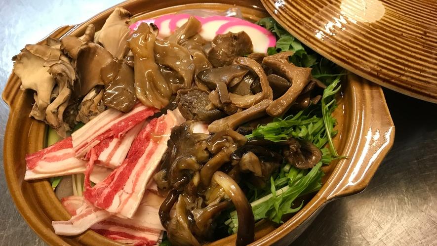 *夕食一例(きのこ鍋)/秋の味覚をたっぷりと!