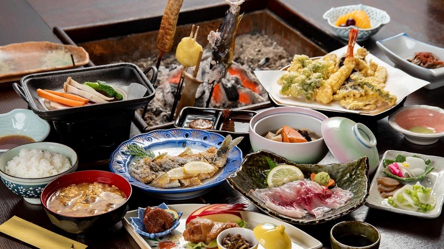 *夕食一例(里山御膳+炭火焼)/山菜や川魚を中心に、季節の美味しいものをお腹いっぱい召し上がれ!