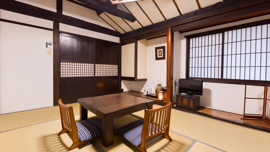 *和室6畳(あやめ)【2階】/光がたっぷりと入る明るい角部屋