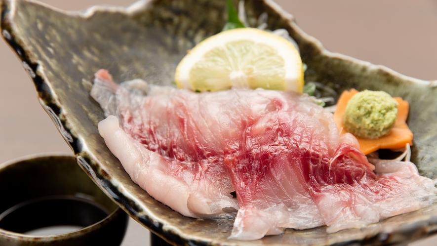 *夕食一例(鯉の刺身)/きれいな水で育った鯉は臭みがありません