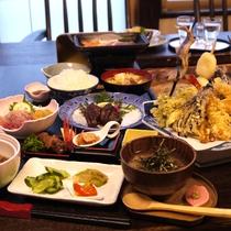 *【炭火焼プラン料理:一例】皆さんで炭を囲んで 楽しくお食事が出来るテーブル席。