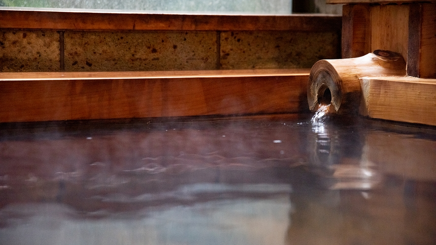 *温泉(男湯)/保温効果の高いやわらかいお湯。茶色い湯ばなが混じることも