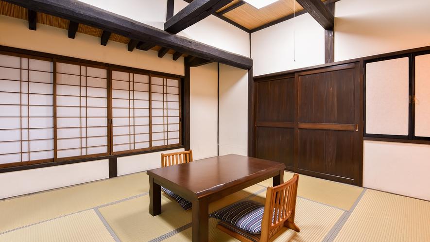*和室8畳(きく)【2階】/床の間の装飾に温かみが感じられるレトロな雰囲気のお部屋