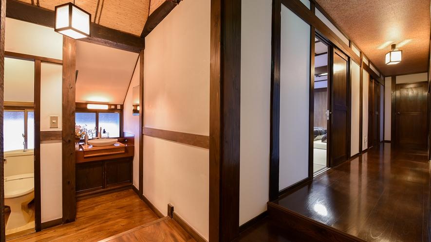 *和室6畳+6畳ベッドタイプ(ふじ)【2階】/入口に近いところに洗面スペースがあります