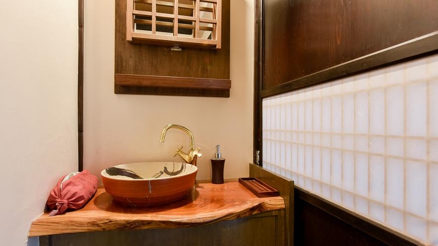 *和室8畳(ぼたん)【2階】/客室内の洗面所