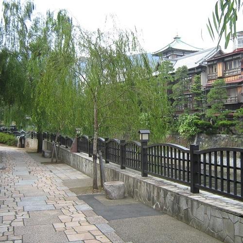 ■松川遊歩道と東海館