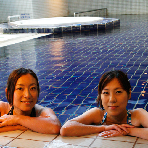 ■天然温泉100%の室内プール