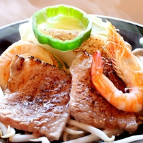4月~8月◇牛肉に帆立や海老などの陶板焼き<伊豆基本会席>