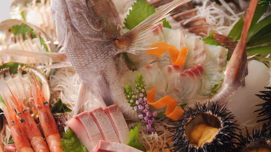 【別注(イメージ)】鯛の姿造りとタライ盛り(あわび、甘えび、雲丹他)。2人前18,500円(税別)